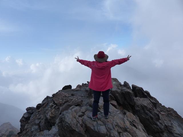 P1430215.JPG - 玉山三日遊之3:排雲山莊至玉山主峰