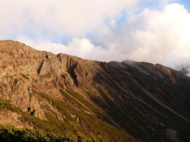 P1430254.JPG - 玉山三日遊之3:排雲山莊至玉山主峰
