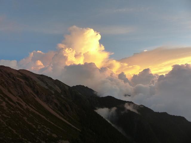 P1430291.JPG - 玉山三日遊之3:排雲山莊至玉山主峰