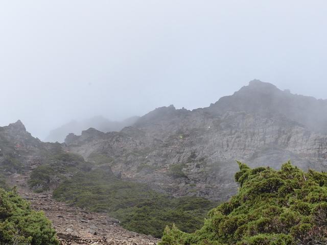 P1430179.JPG - 玉山三日遊之3:排雲山莊至玉山主峰