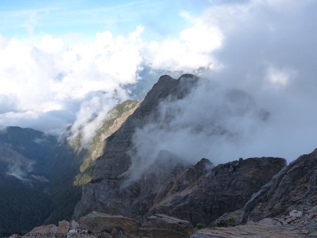 P1430234.JPG - 玉山三日遊之3:排雲山莊至玉山主峰