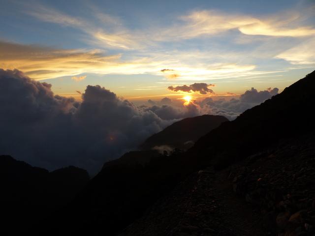 P1430292.JPG - 玉山三日遊之3:排雲山莊至玉山主峰
