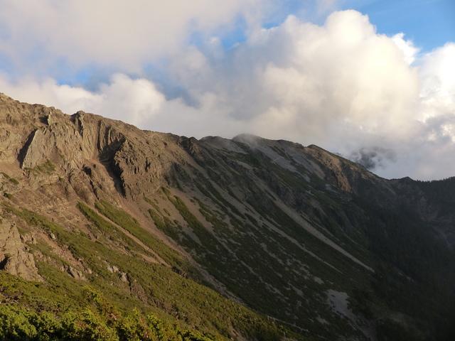 P1430253.JPG - 玉山三日遊之3:排雲山莊至玉山主峰