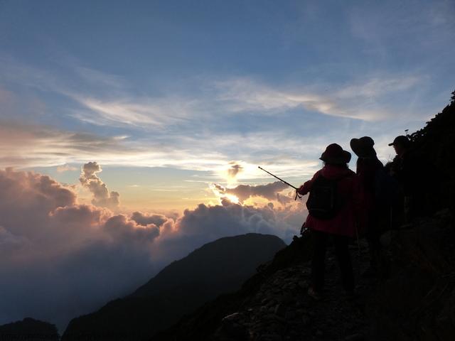 P1430280.JPG - 玉山三日遊之3:排雲山莊至玉山主峰