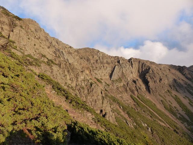 P1430252.JPG - 玉山三日遊之3:排雲山莊至玉山主峰