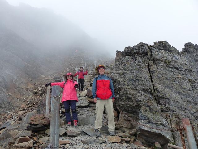 P1430190.JPG - 玉山三日遊之3:排雲山莊至玉山主峰