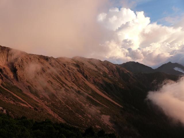 P1430270.JPG - 玉山三日遊之3:排雲山莊至玉山主峰