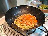 炒泡麵聚會:雞肉和紅蘿蔔