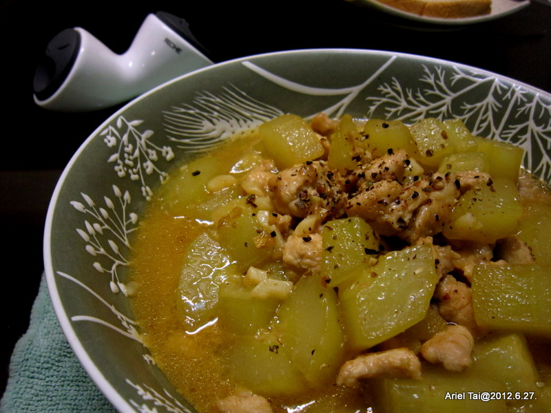 101隨手拍─廚房實驗室:裡面有大黃瓜和雞里肌
