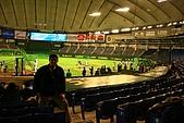[3/6] 日本東京經典遊:總是要跟球場合影一下~不過光沒調好~