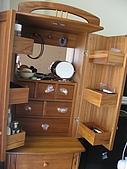 2008 新家照:詩肯的化妝櫃打開樣~