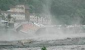 莫拉克颱風 水沖知本溫泉 金帥飯店倒塌:200908091138-10.jpg