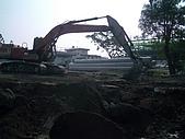 機具照片:200型挖土機3.JPG
