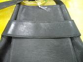 LOUIS VUITTON 包包清洗整染前後:業皮革整染、布包清洗~LV後背包 整染前