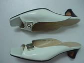 Ferragamo包包 鞋子洗滌整染前後照片:創盛專業精品清洗~專業洗包包~名牌包包保養維修~ferragamo漆皮鞋整染後