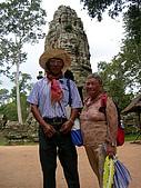 吳哥窟之旅(2005.09.21):爺爺 奶奶合影於塔埔倫寺外城門