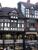 關於英國:超喜歡的古鎮~~契斯特 Chester  一二樓盤支錯節的店家  都可以逛喔
