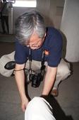 103年個人生活照:1031027蹲下幫妻綁鞋帶.JPG