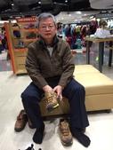 104年個人生活照:046遠百購健步鞋.JPG