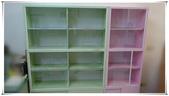 現場定位照:粉綠+粉色玻璃書櫃(上).jpg
