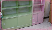 現場定位照:粉綠+粉色玻璃書櫃(下).jpg