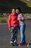金秋北疆遊《二》:DSC_3210維吾爾族導遊蘇比與樂那.jpg