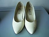 sell:白色真皮尖頭低跟鞋