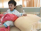 元元生活專輯:元元生病了醫生叔叔說要打著點滴要出去。5.JPG