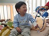 元元生活專輯:元元生病了醫生叔叔說要打針可是很痛呢1.JPG