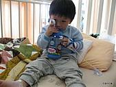 元元生活專輯:元元生病了醫生叔叔說要打針可是很痛呢2.JPG
