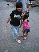 宜蘭九寮溪生態解說2008.11.01:心茜拉著她拍照