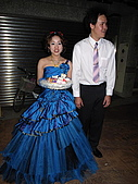 筑靜訂婚宴與結婚:新娘的禮服很漂亮