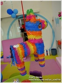 Cherry 4 age birthday party:皮那塔~是墨西哥的經典派對遊戲哦!這次特別準備給妮妮^^