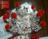 柳絲神明帽、水鑽神帽、神明兵器、銅帽、鎖牌、帽墜(宜蘭神佛繡莊):柳絲金牌,可做立體字與凹字