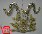 柳絲神明帽、水鑽神帽、神明兵器、銅帽、鎖牌、帽墜(宜蘭神佛繡莊):太子束冠,帽身、珠子或絨球階可換色